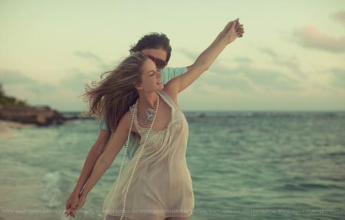 beach-beautiful-couple-cute-kiss-love-Favim.com-53352_large