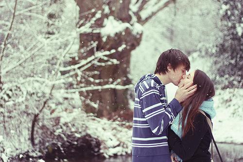 winter-kiss